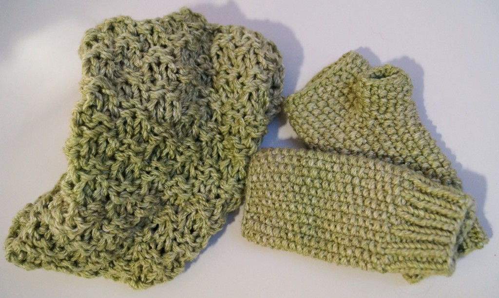 Seed stitch infinity cowl and mittens - Shortrounds Knitwear