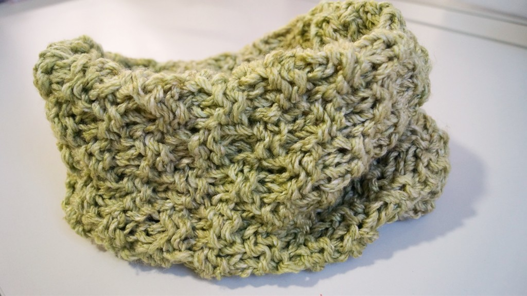 Seed stitch infinity cowl - Shortrounds Knitwear