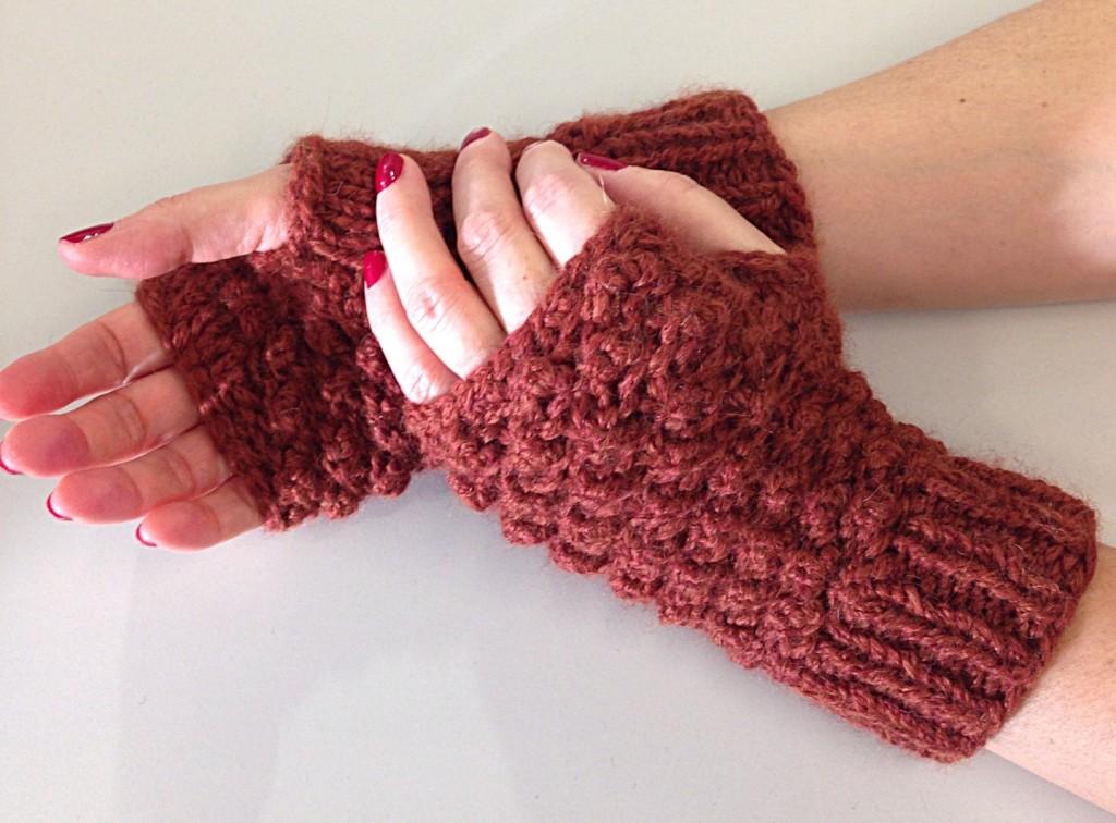 Raspberry stitch, fingerless mittens, trinity stitch, free knitting pattern, debbie bliss paloma yarn in rust 007, knitting blog uk