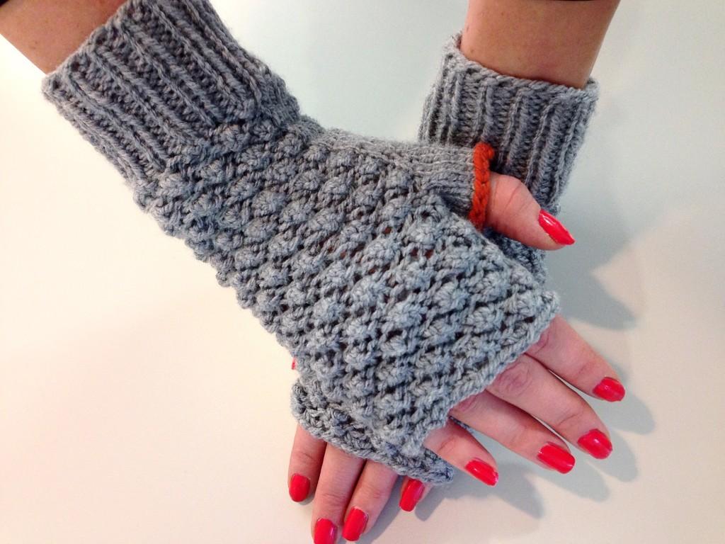 Raspberry stitch mittens - handmade knitwear - Shortrounds