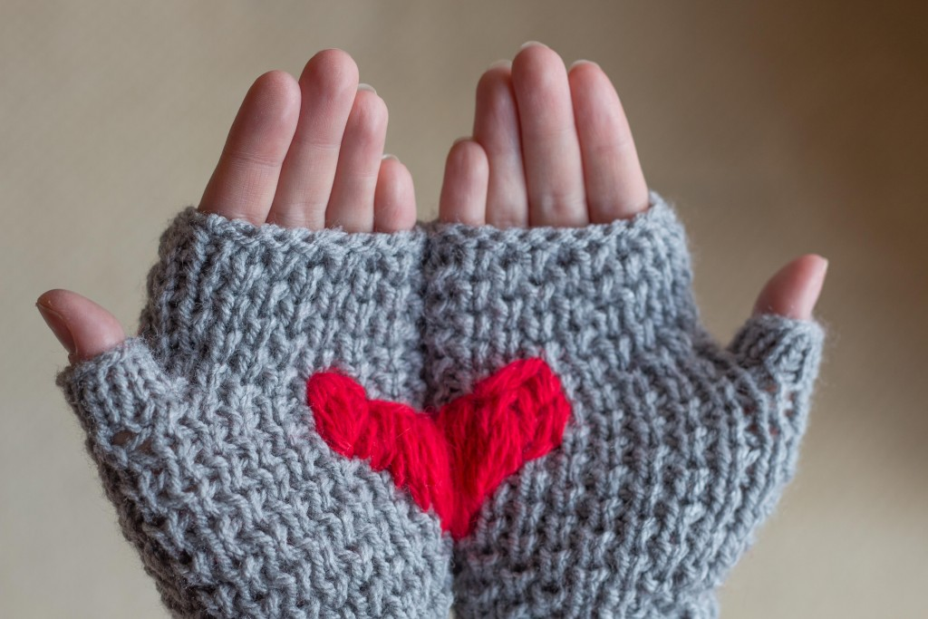 Heart mittens bee stitch - Shortrounds Knitwear