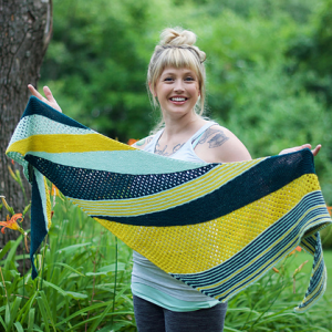 Andrea Mowry 'Dreareneeknits' Goldfinch knitting pattern | Shortrounds Knitwear